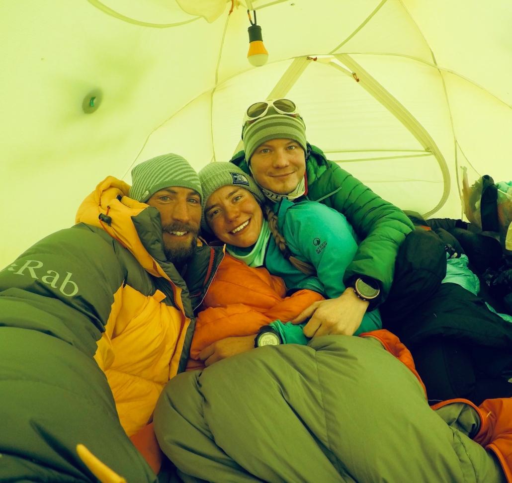 Kiipeilykaverit Mera Peakin yläleirissä