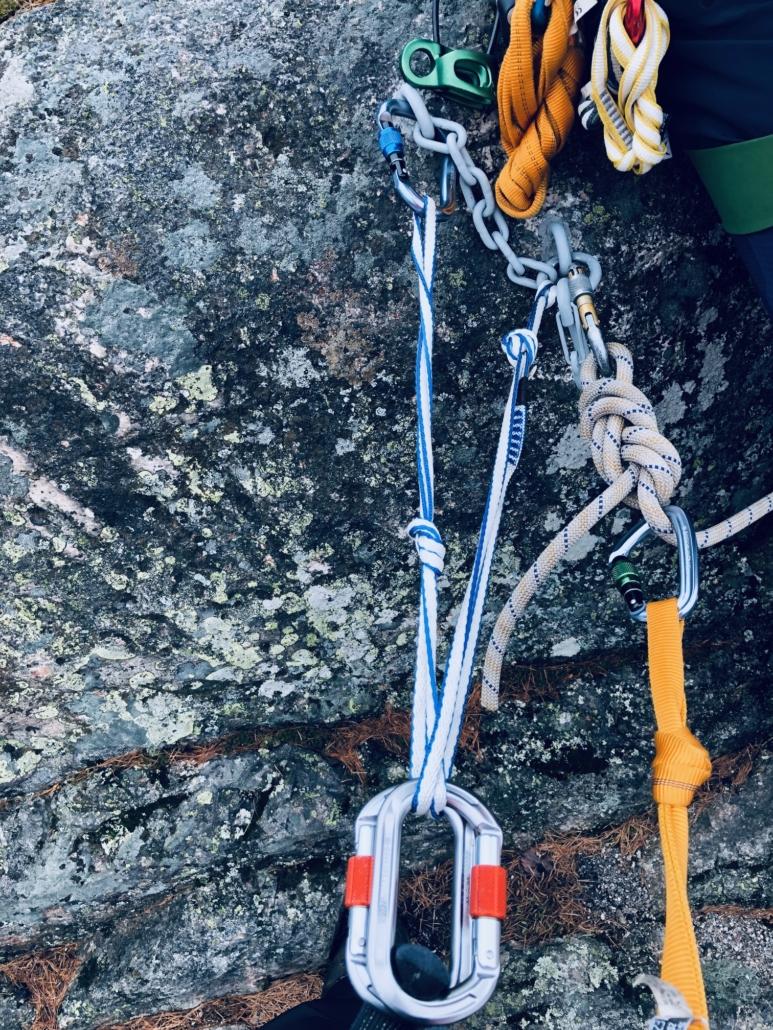 Sliding X -ankkuri yläköysiankkuri kalliokiipeilyyn.