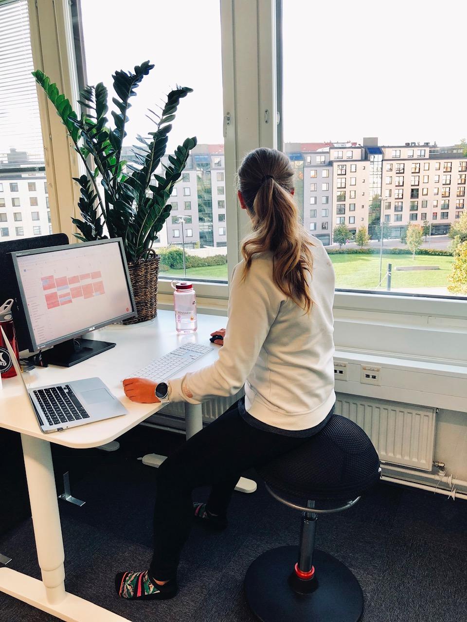 Jumbba-tasapainotuoli Suomen Satulatuolikeskukselta