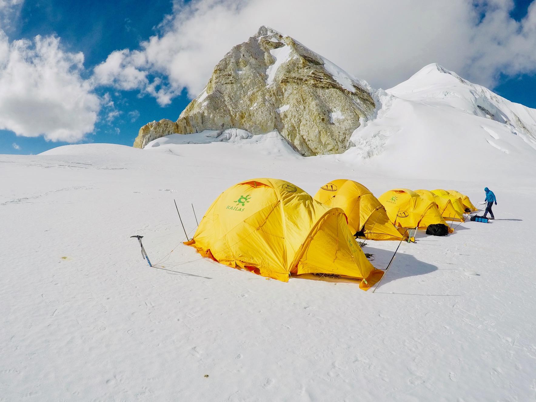 Baruntsen ensimmäinen yläleiri 6100 metrin korkeudessa