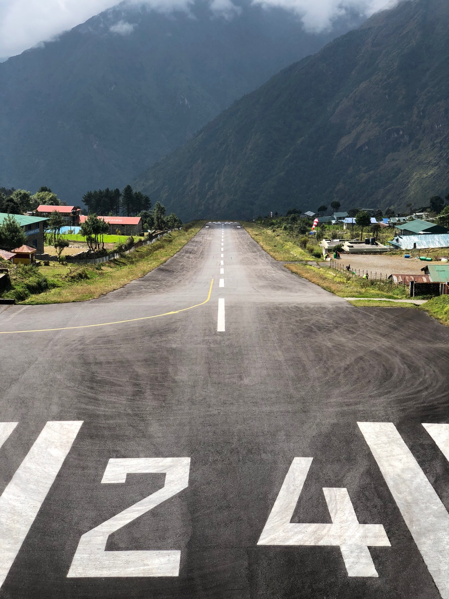 Luklan lentokenttä 2800 metrin korkeudessa