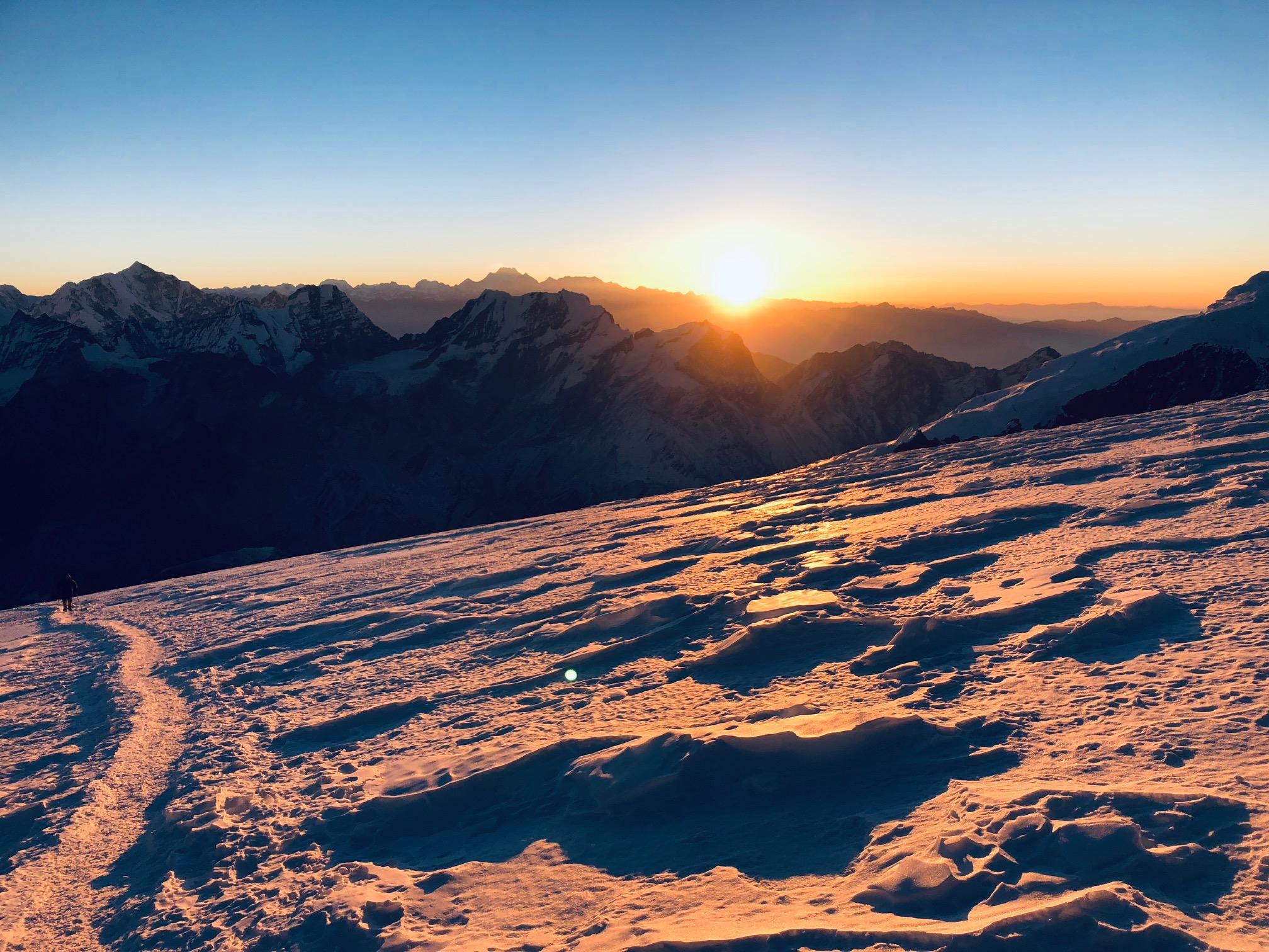 Auringonnousu Mera Peakilla