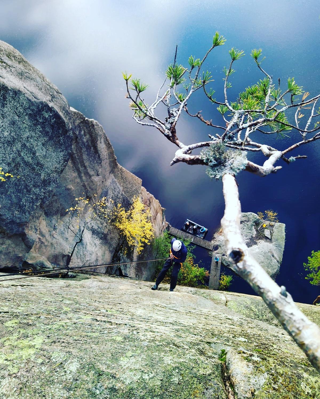 Olhavan laskeutuminen kalliolla