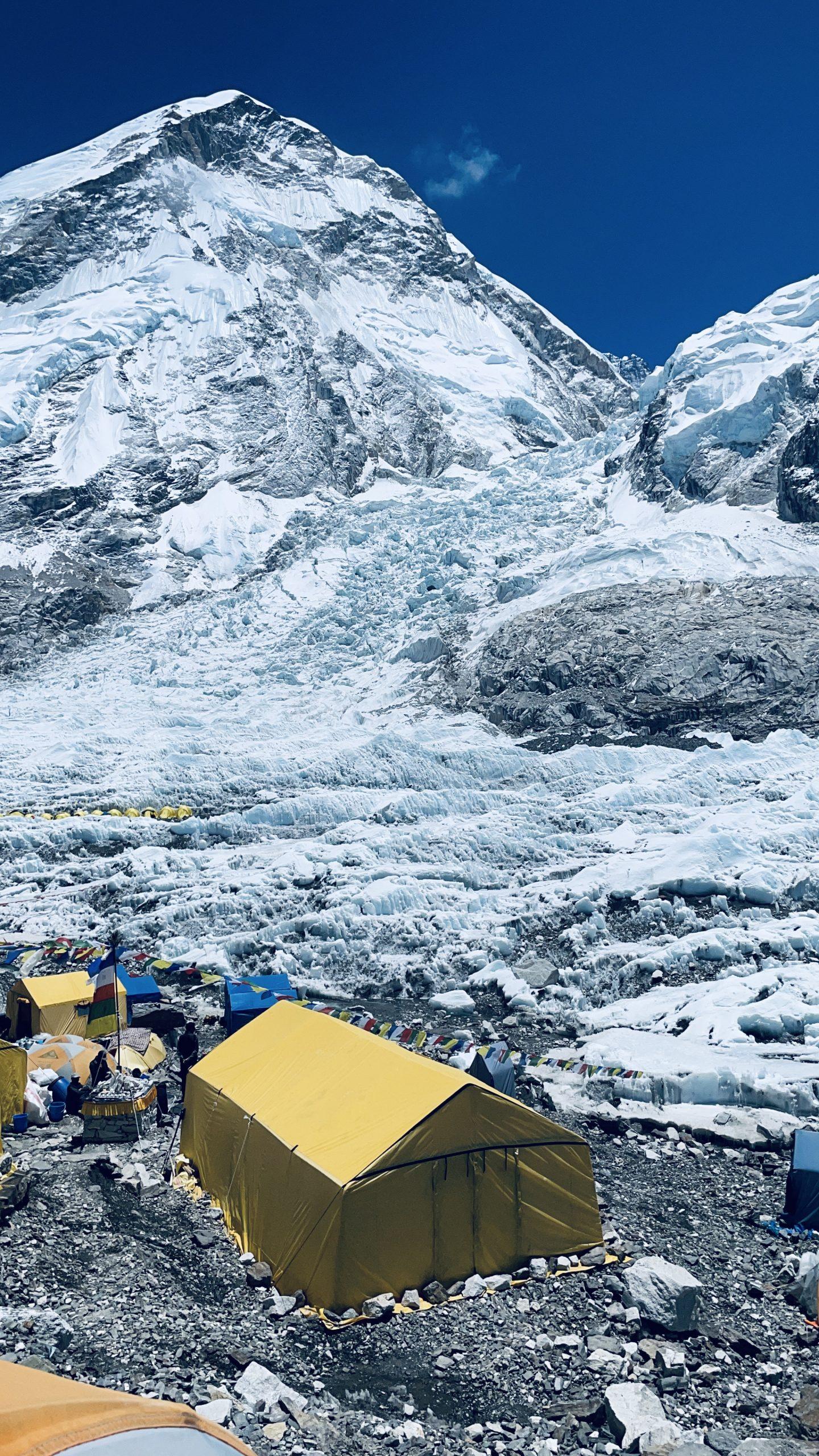 Khumbun jäätikkö perusleiristä