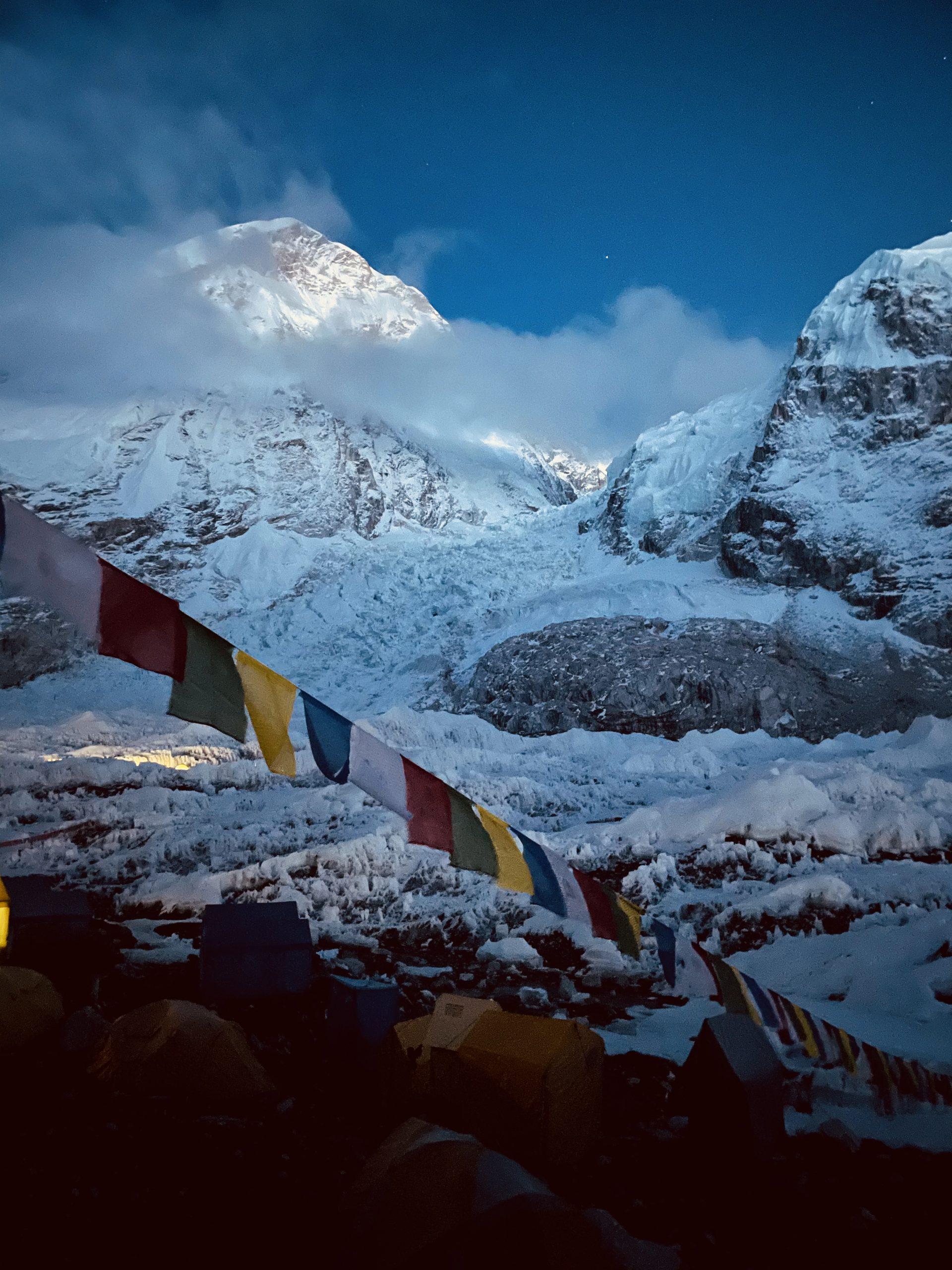 Everest perusleiri illalla